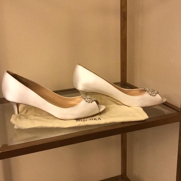 d6eb71c6e2 Badgley Mischka Shoes | Nakita Pumps White Satin Size 10 | Poshmark